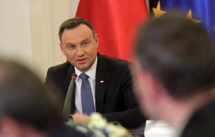Prezydent Obama jest bardzo doświadczonym politykiem. Wie, że w demokracji i takie rzeczy się zdarzają (...) On zagrożenia dla demokracji w Polsce nie widzi.