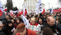 Manifestacja Komitetu obrony demokracji pod sejmem