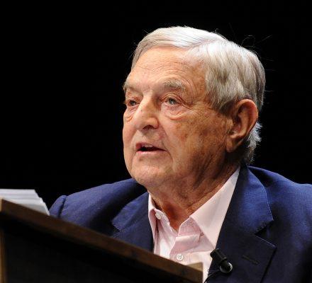 """""""Mistrz europejskich marionetek"""". Soros, prawica i powrót antysemickiego języka"""