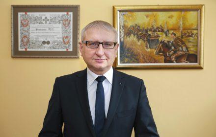Poseł Pięta: biskupi namawiający do przyjęcia uchodźców głosują na PO, dlatego rząd PiS nie będzie ich słuchał