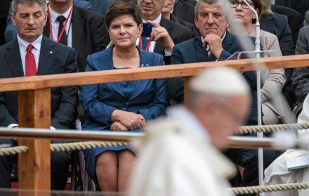 Nie ma ceny za bezpieczeństwo Polaków. Nie cofniemy się. To nie znaczy, że chcemy pomagać, ale poza naszymi granicami. (...) Napływ do Polski ludzi z krajów Bliskiego Wschodu jest wykluczony.