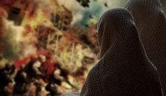 wojna w Syrii - mieszkańcy przyglądają się płonącemu miastu