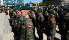 Slubowanie uczniow klas mundurowych na Pl. Pilsudskiego w Warszawie