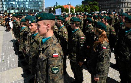 Tysiące uczniów w mundurach. Gotowi do ponoszenia ofiar dla Polski