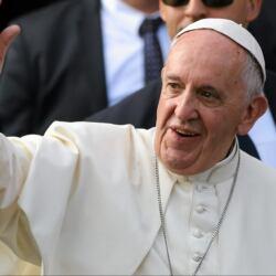 Kapłaństwo staje się zawodem gejowskim, ale to nie homoseksualizm jest winny pedofilii