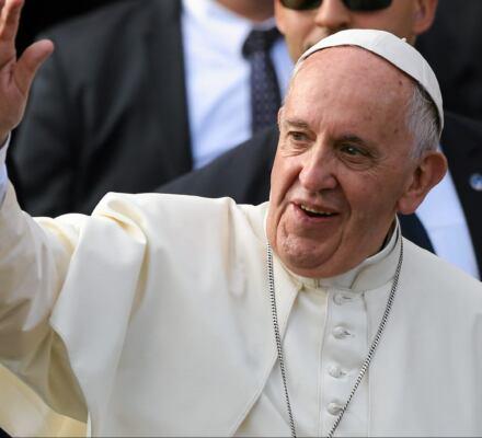 Franciszek: Bóg nie jest Szatanem! Ale w Polsce wierni wciąż modlą się nie tak, jak każe Ewangelia