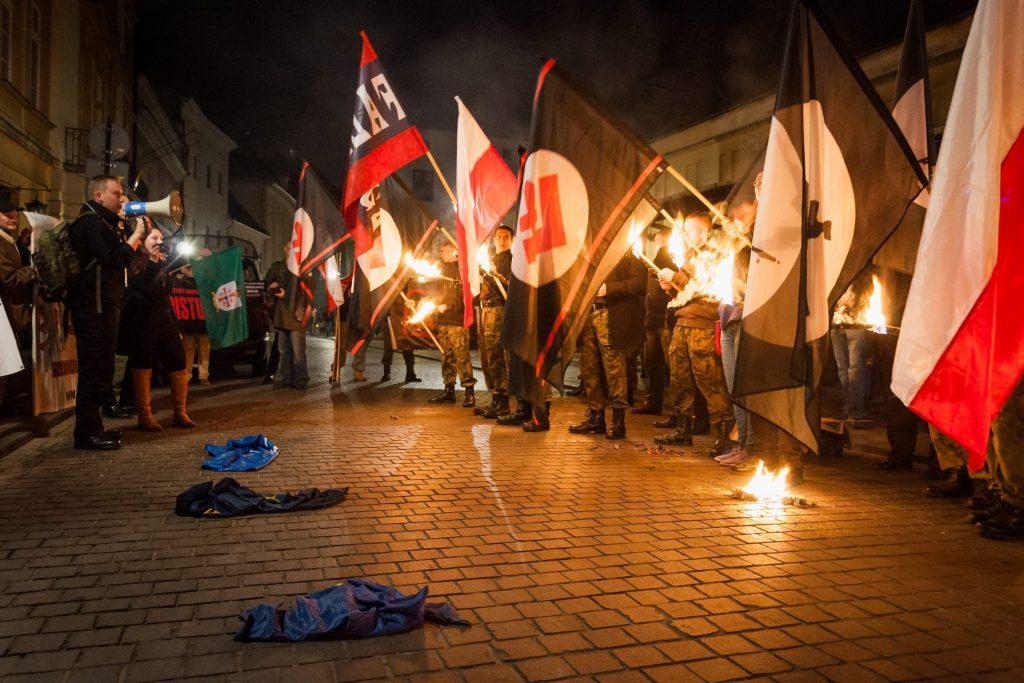 11.11.2014 r. Kraków . Falanga, protest przeciwko UE i NATO przed konsulatem USA Fot. Lukasz Krajewski / Agencja Gazeta
