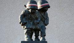 Pomnik_małych_powstańców_-_Warszawa_Tarchomin