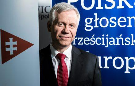 Mamy milion Ukraińców w Polsce. To w ogóle nie interesuje Komisji Europejskiej. Szczególnie ta Ukraina za Zbruczem (...). Ci ludzie mają takie samo prawo do poprawy swojego statusu życia i Polska im w tym pomaga