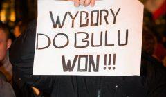 Protest przeciwko falszerstwom wyborczym i nieudolnosci Panstwowej Komisji Wyborczej , Krakow .