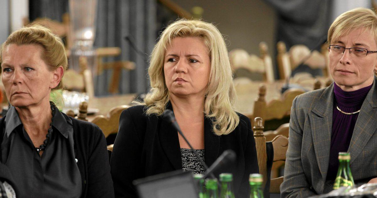Ewa Kochanowska, Ewa Błasik i Małgorzata Gosiewska. Wszystkie domagają się dodatkowej rekompensaty za śmierć mężów w Smoleńsku