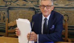 Stanislaw Piotrowicz wyrzuca media z posiedzenia komisji Praw Czlowieka