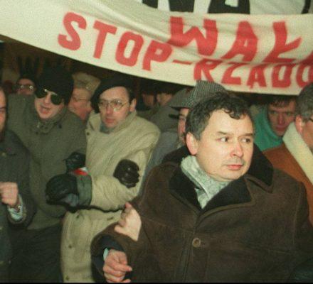 Kaczyński wypiera się kukły Wałęsy