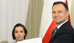 Prezydent Duda podpisuje ustawe emerytalna