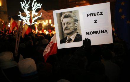 """Media ułomne o KOD. """"Opozycja totalitarna. Trzecie pokolenie UB walczy z trzecim pokoleniem AK"""""""