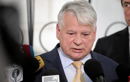 To tylko słowa nowej Rady Ocalenia Narodowego. Charakterystyczne było to, że w środku siedział Jarosław Kaczyński, a premier i marszałkowie po bokach. To po raz pierwszy oficjalne usankcjonowanie nowego porządku politycznego.