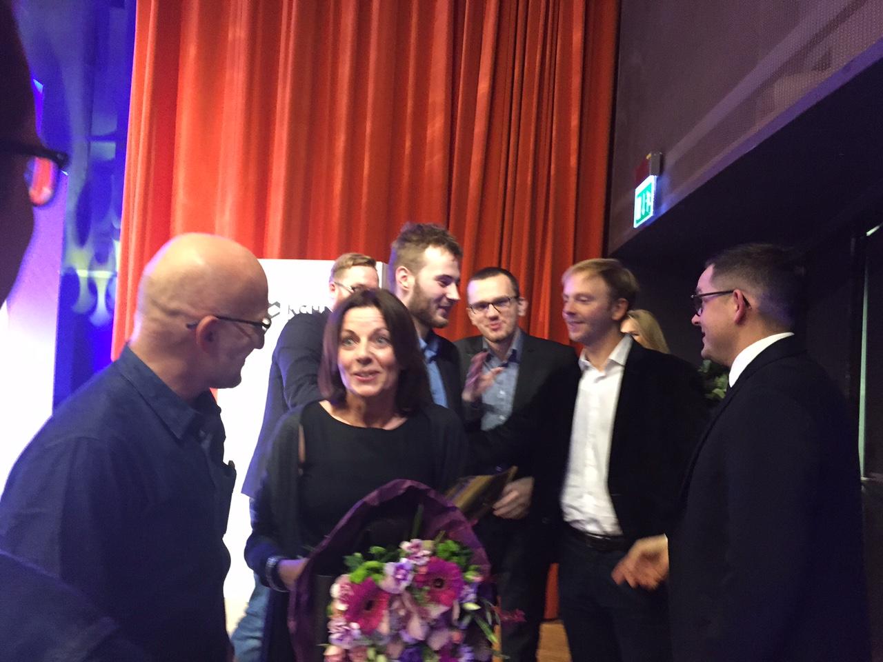 Od lewej: Piotr Pacewicz, Bianka Mikołajewska, Jakub Stachowiak (z tyłu), Konrad Szczygieł, Patryk Szczepaniak, Konrad Radecki-Mikulicz, Stanisław Skarżyński, gala Grand Press, 13 grudnia 2016