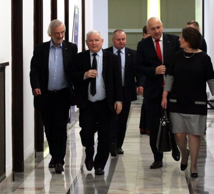 Kto zrywa Sejm? PiS jak katarynka o liberum veto