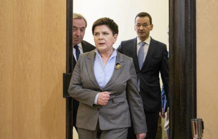 """Premier Szydło z nagrodą """"Prawda-Krzyż-Wyzwolenie"""" wraz z organizacją, która """"leczy"""" z homoseksualności"""