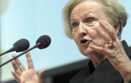 Prof. Łętowska o stosowaniu prawa przez władze: