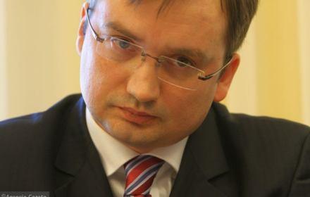 Ziobro wstał z kolan: To ja zawetowałem! Rada UE nie przyjęła tezy o masowym prześladowaniu chrześcijan