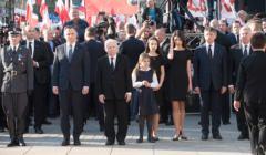 Obchody 7. rocznicy katastrofy smolenskiej przed Palacem Prezydenckimw Warszawie