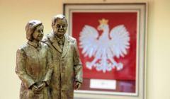 Koncepcja pomnika Lecha i marii Kaczyñskich w Radomiu.