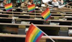 z13288165V,Teczowe-barwy--symbol-srodowisk-LGBT--w-sejmowych-