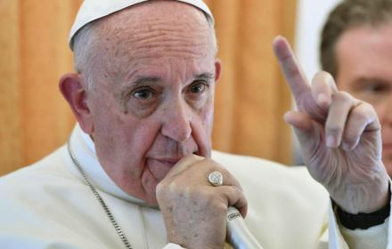 Franciszek: Za tuszowanie pedofilii biskupi mogą stracić posadę, a ofiary nie muszą składać przysięgi milczenia