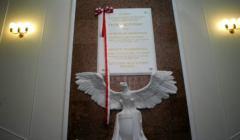 Odsloniecie tablicy upamietniajacej ofiary katastrofy smolenskiej