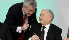 Prezes Kaczynski maluje jajka