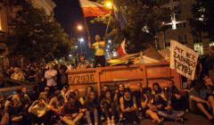 Protestujacy pod Sejmem