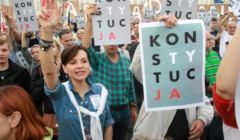 Demonstracja przeciwko ustawie o Sadzie Najwyzszym w Warszawie