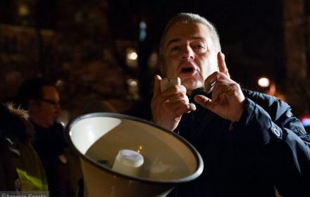 """Frasyniuk jak komunista, a blokowanie miesięcznicy """"uderza w państwo"""". Po co PiS oczernia blokujących?"""