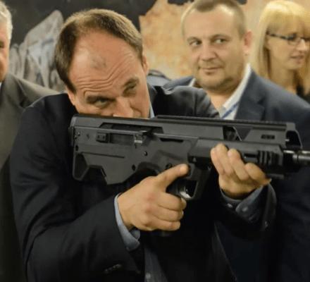 OKO.press ostrzega. Kukiz razem z PiS otworzą dostęp do broni. Obywatelska Karta Broni już w Sejmie