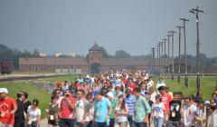 Grupy-zwiedzajace-dawny-oboz-Auschwitz---Birkenau-