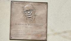 Odsloniecie tablicy poswieconej prof . Bartoszewskiemu w Sopocie