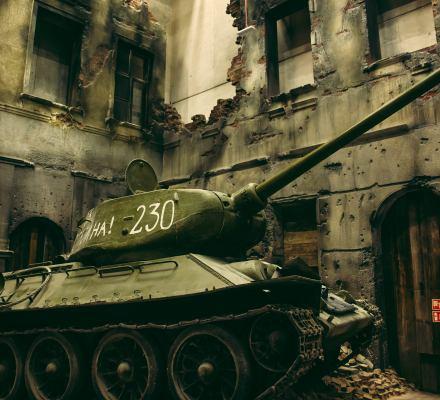 """Bitwa o Muzeum II Wojny Światowej. PiS: """"Niemiecka wystawa"""". Była dyrekcja: """"Absurdalne zarzuty"""""""