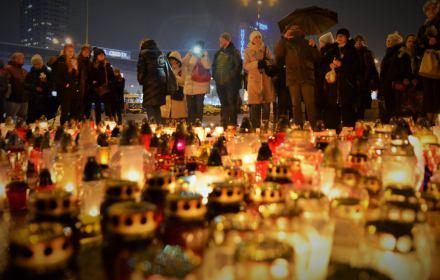 """Wspominamy Piotra Szczęsnego, """"zwykłego, szarego człowieka"""", który poświęcił życie dla demokracji"""