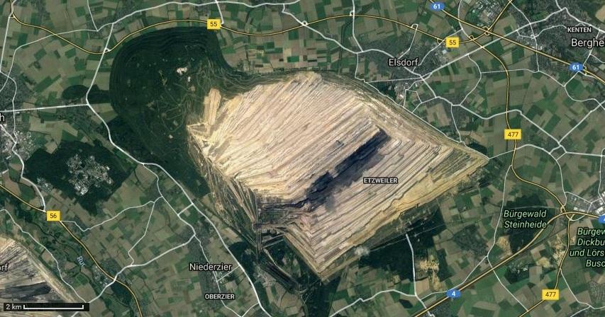 Zdjęcie satelitarne kopalni z przylegającym do niej Hambacher Forst. Źródło: Google Maps