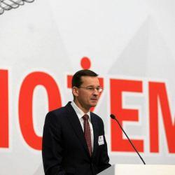 Baśnie Morawieckiego: wzrost będzie jak w Chinach, a milion Polaków zostało w Polsce dzięki 500 plus