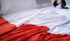,Rozwieszanie-flagi-na-katowickim-Spodku