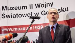 Dyrektor-muzeum Paweł Machcewicz podczas-konferenc