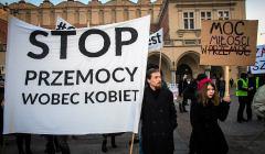 Krakow  protest przeciwko planowanemu przez-rzad-Beaty Szydło wymówieniu konwencji przeciw przemocy