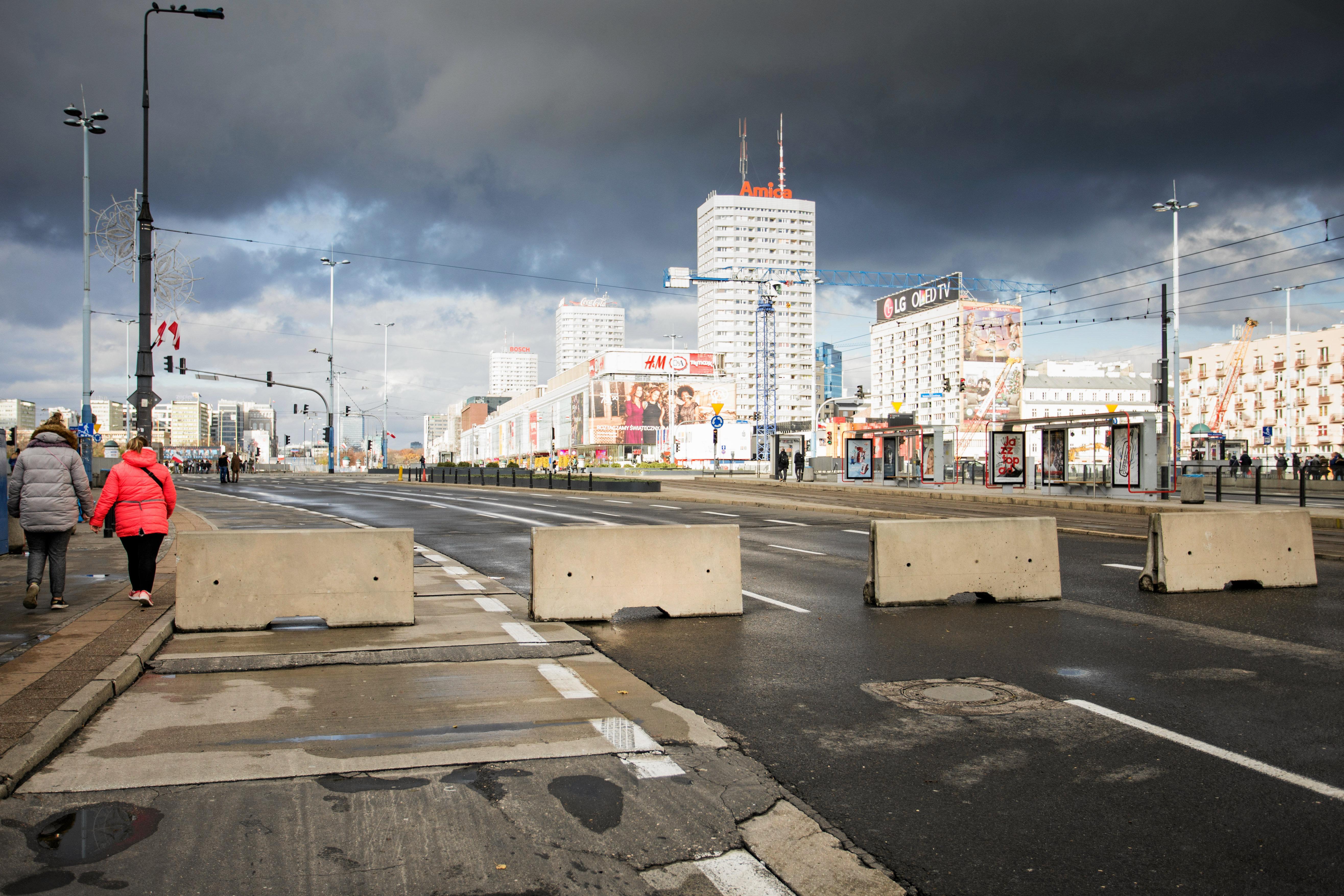 Bariery betonowe na ul. Marszałkowskiej Fot. Adam Stępień / Agencja Gazeta