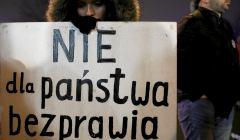 Protest Obywateli RP pod Sejmem podczas pierwszego czytania ustawy o Krajowej Radzie Sadowniczej