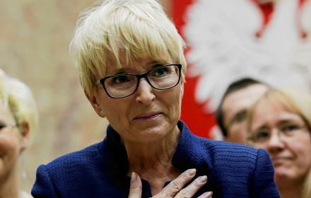 Beata Morawiec z ręką na piersi podczas konferencji prasowej