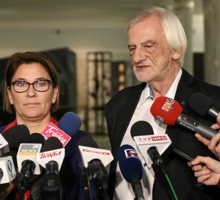"""Przekaz dnia PiS: """"Szydło była doskonałym premierem i dlatego ją odwołaliśmy"""". Ale suweren się buntuje"""