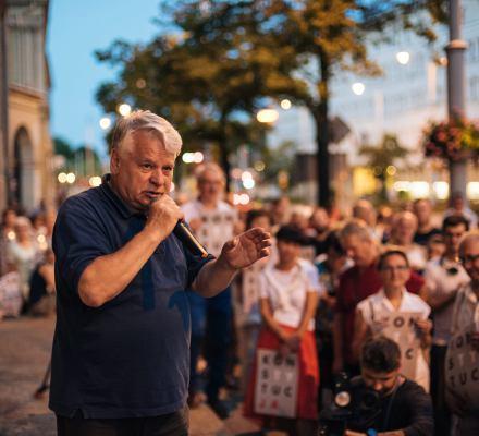 Borusewicz o proteście kobiet: Demonstracje pod siedzibą partii to działanie skrajne. Warszawski Strajk Kobiet: W lipcu protesty panu nie przeszkadzały