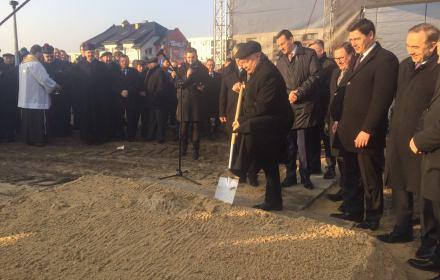 Wyborcza łopata Kaczyńskiego. Prezes PiS mami przekopem Mierzei Wiślanej